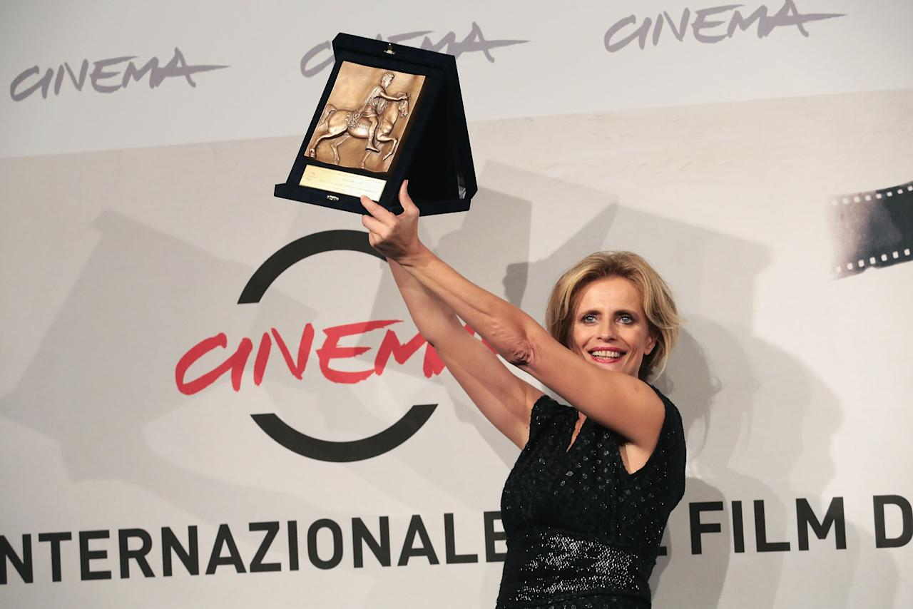 ROME, ITALY - NOVEMBER 17:  Actress Isabella Ferrari poses with her Best Actress Award during the Award Winners Photocall during the 7th Rome Film Festival at Auditorium Parco Della Musica on November 17, 2012 in Rome, Italy.  (Photo by Elisabetta Villa/Getty Images)