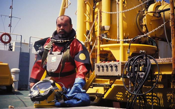 Cosquer in a deep-sea diving suit at the Marseilles National Institute for diving - Gamma-Rapho/Fanny BROADCAST
