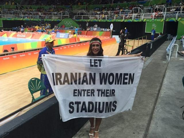 Darya Safai proudly displays the sign that caused controversy at a volleyball match on Saturday. (Yahoo Sports)