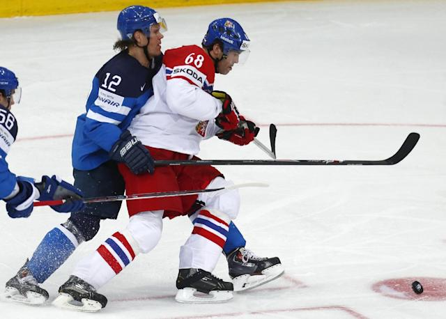Finland's Olli Jokinen, left, and Czech Republic's Jaromir Jagr battle for the puck during a semifinal match between Finland and Czech Republic at the Ice Hockey World Championship in Minsk, Belarus, Saturday, May 24, 2014. (AP Photo/Sergei Grits)