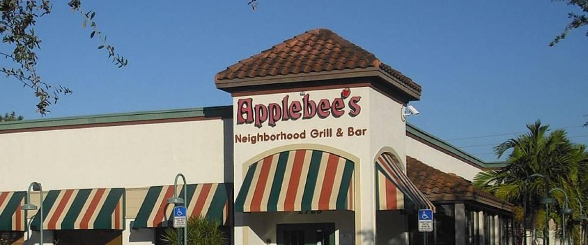 <cite>Afl2784 / Wikimedia Commons</cite> <br>Applebee's is having a hard time keeping up<br>
