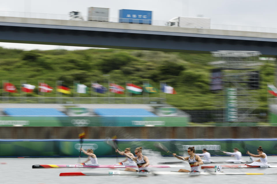 <p>TOKYO, JAPAN - AUGUST 02: Competitors race during the Women's Kayak Double 500m Quarterfinal on day ten of the Tokyo 2020 Olympic Games at Sea Forest Waterway on August 02, 2021 in Tokyo, Japan. (Photo by Adam Pretty/Getty Images)</p>