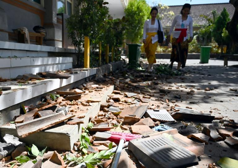 Nearly 1,000 houses were damaged and more than 3,000 people have taken refuge in government buildings and schools after an earthquake struck Indonesia