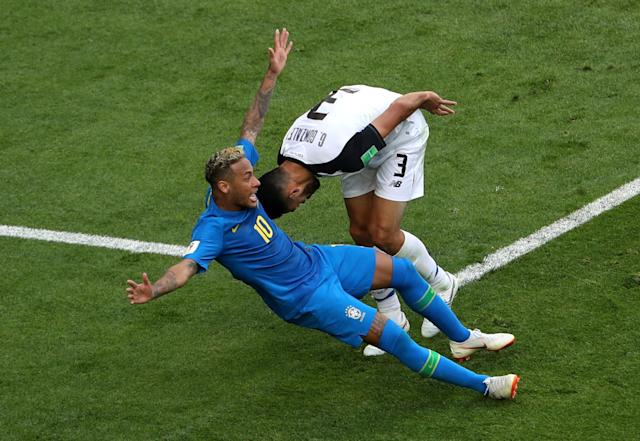 Soccer Football - World Cup - Group E - Brazil vs Costa Rica - Saint Petersburg Stadium, Saint Petersburg, Russia - June 22, 2018 Costa Rica's Giancarlo Gonzalez fouls Brazil's Neymar in the penalty area before the penalty award is rescinded after referral to VAR REUTERS/Lee Smith TPX IMAGES OF THE DAY
