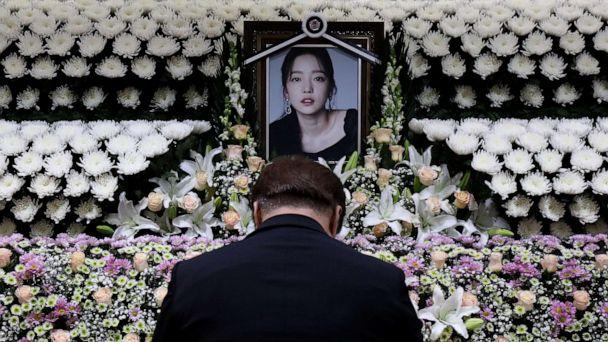 PHOTO: A man pays tribute at a memorial altar in honor of K-pop star Goo Hara at Seoul St. Mary's Hospital Nov. 25, 2019, in Seoul, South Korea. (Chung Sung-jun/Getty Images)