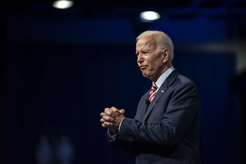 (Bloomberg) -- The Democratic National Committee raised $8.5 million in June, spent $7.5 million, and ended the month with $9.3 million cash on hand according to its latest filing with Federal Election Commission.After two straight months of deficit spending, the DNC was in the black for June, but still carries debts of $5.7 million including loans and unpaid invoices to vendors. The Republican National Committee, which is due to file on Saturday, said it had $43.5 million in the bank at the end of June and no debts. The president's party usually has a financial advantage, especially while the opposition is focused on choosing its nominee.The DNC got help from some big Democratic donors in June. James Simons, founder of hedge fund Renaissance Technologies, gave $355,000, Centerbridge Partners LP co-founder Mark Gallogly gave $102,500, and Penny Pritzker, who served as Commerce secretary during President Barack Obama's second term, gave $100,000.Small-dollar donors, those giving $200 or less, contributed $2.1 million. The DNC has enlisted its presidential candidates to appeal to grassroots donors with email pitches, splitting the proceeds between their campaigns and the party.Collectively, the 22 Democratic presidential campaigns brought in $131.6 million in the second quarter, topping President Donald Trump and the RNC. But while Democrats battle each other for the nomination, Trump is already preparing for the general election.Democratic Fundraising Group Lagging GOP'sThe Democratic Grassroots Victory Fund, which raises money for the Democratic National Committee and its state parties, took in $980,000 in June, according to its latest filing with the Federal Election Commission.The DNC created Grassroots Victory in 2017 to bring in big money -- it can accept checks of as much as $865,000 from individuals -- but it raised just $2.1 million in the second quarter.By contrast, Trump Victory, which raises money from large donors for the Republican National Committee and