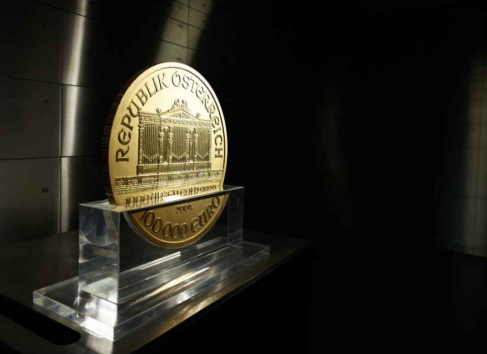 A 31 kilogram gold Vienna Philharmonic coin, known as 'Big Phil', stands on display inside the precious metals vault at Pro Aurum KG in Munich, Germany. (Photo: Getty)