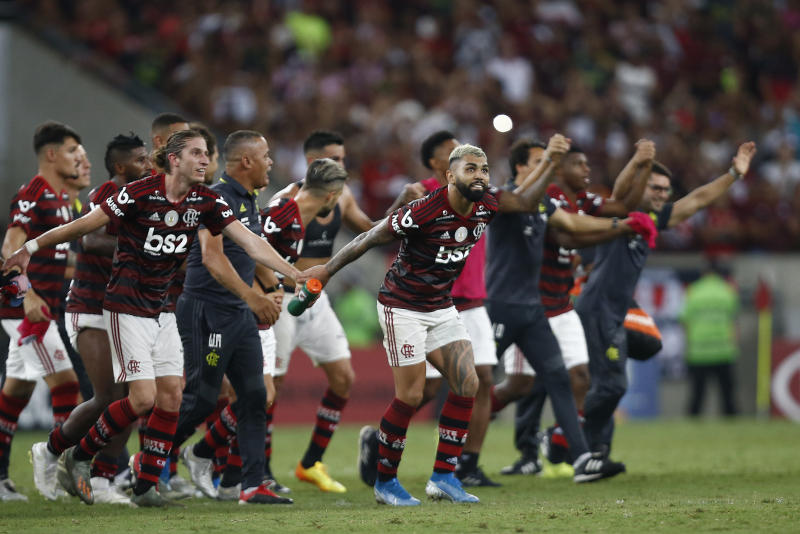 RIO DE JANEIRO, BRAZIL - NOVEMBER 10: Gabriel Barbosa of Flamengo celebrates with his teammates after winning the match against Bahia as part of Brasileirao Series A 2019 at Maracana Stadium on November 10, 2019 in Rio de Janeiro, Brazil. (Photo by Wagner Meier/Getty Images)
