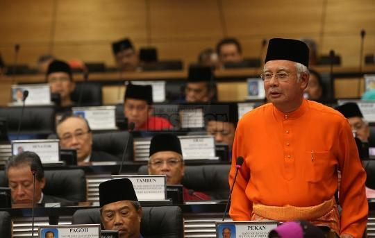 More calls for Najib to give up finance minister's post