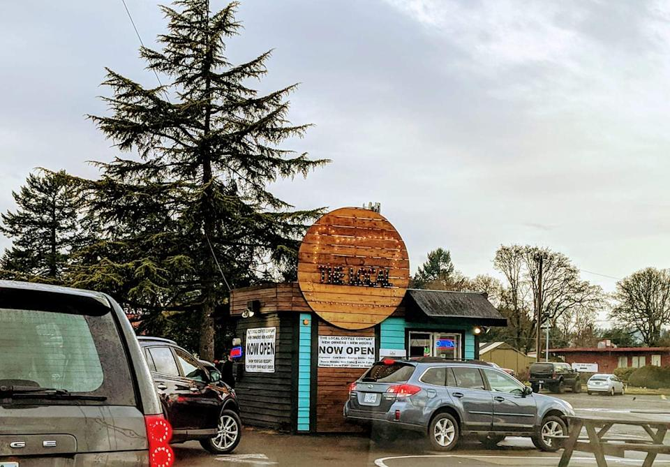 Cars lined up at the Local Coffee Company in Oak Grove, Oregon. (Photo courtesy of Pixie Adams)