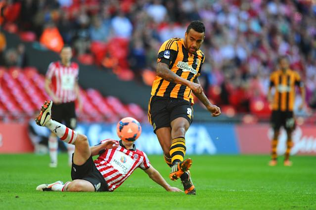 LONDON, ENGLAND - APRIL 13: Michael Doyle of Sheffield United fails to stop Tom Huddlestone of Hull City scoring their third goal during the FA Cup with Budweiser semi-final match between Hull City and Sheffield United at Wembley Stadium on April 13, 2014 in London, England. (Photo by Mike Hewitt/Getty Images)
