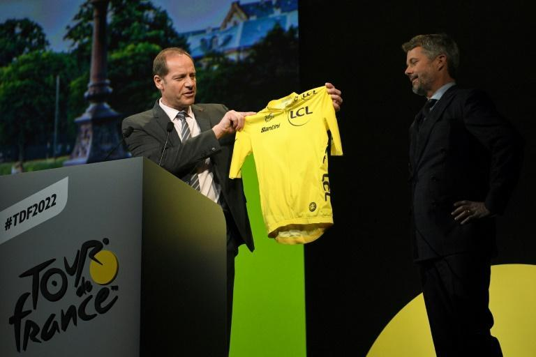 Prince Frederik of Denmark received a yellow jersey from Tour de France director Christian Prudhomme during the presentation of the 2022 men's race (AFP/Anne-Christine POUJOULAT)