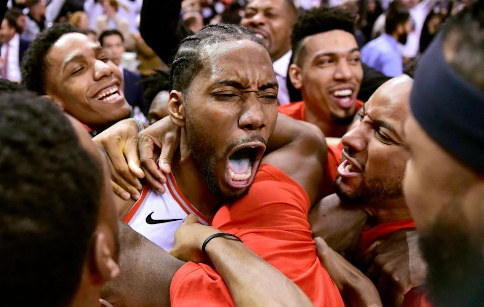 Will Toronto's thrilling playoff run tamp down the lure of Los Angels for Kawhi Leonard? Vegas doesn't think so. (AP)