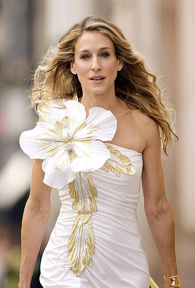 """Carrie Bradshaw wears big floral accented dress in """"Sex and the City."""" (Photo: New Line Cinema/courtesy Everett Collection)"""