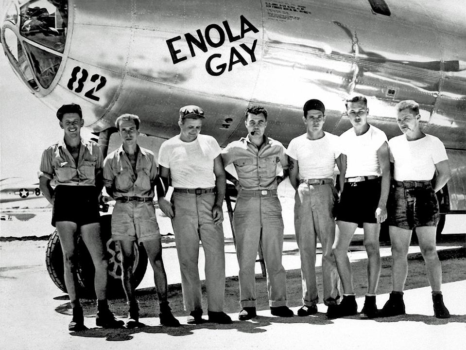 The crew of the bomber Enola Gay pose in front of the aircraft
