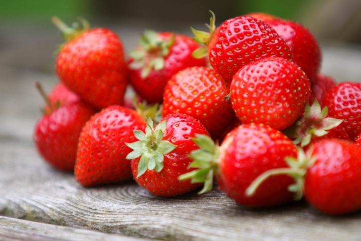 Strawberries contain an antioxidant that reduces inflammation and may improve brain health. (Photo: Getty Images)