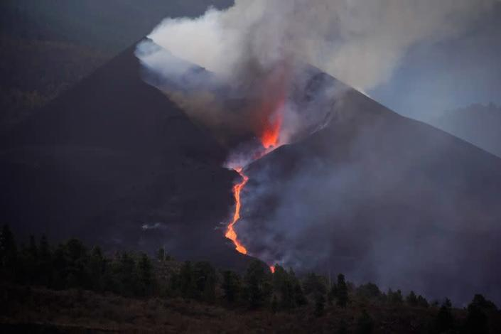 Blocks of Lava the Size of Three-story Buildings Are Falling from La Palma Volcano