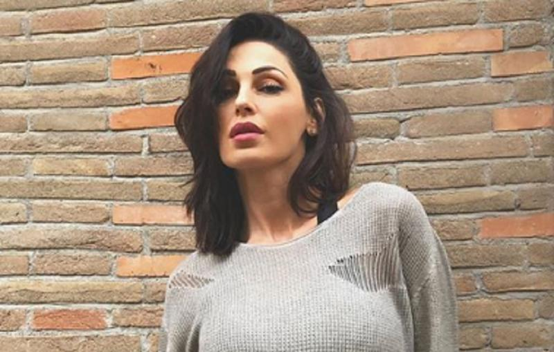 Anna tatangelo in topless