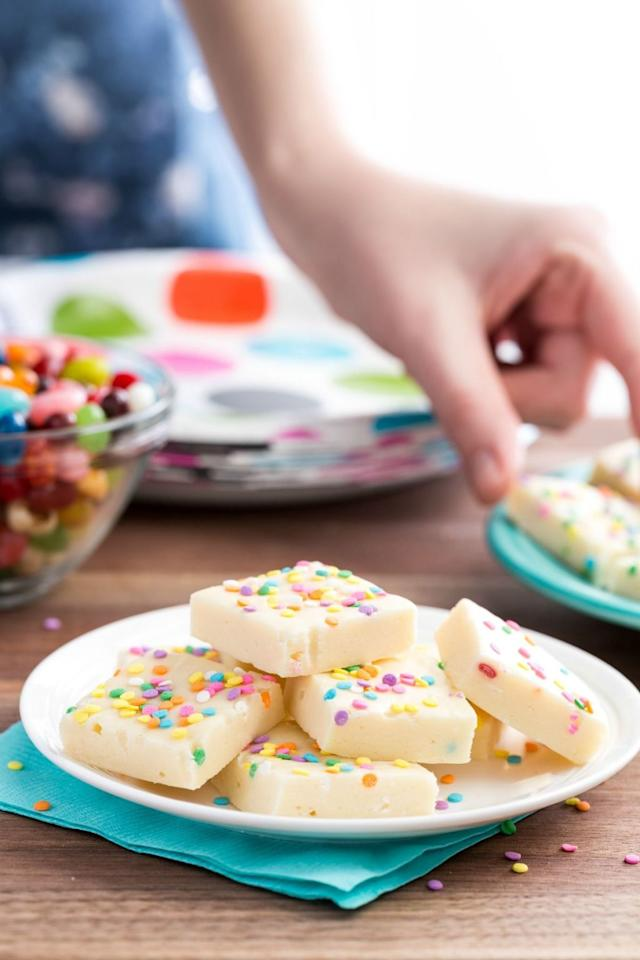 """<p>There's no need to lick the bowl when your entire tray of fudge tastes like cake batter.</p><p>Get the recipe on <a rel=""""nofollow"""" href=""""http://www.delish.com/cooking/recipe-ideas/recipes/a45746/birthday-cake-fudge/"""">Delish</a>.</p>"""