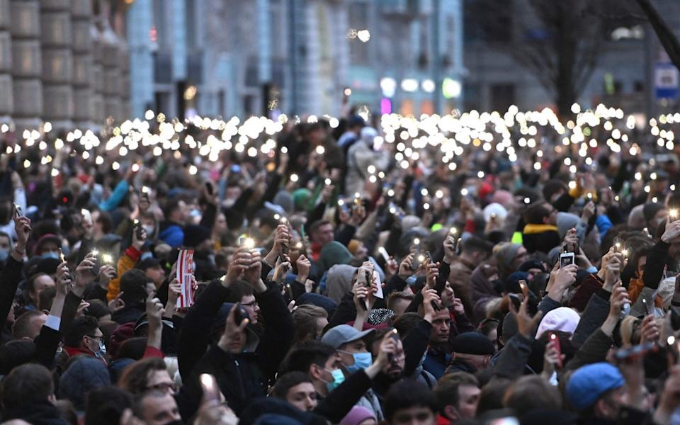 Opposition supporters in Moscow hold up their cell phones during a rally - KIRILL KUDRYAVTSEV /AFP
