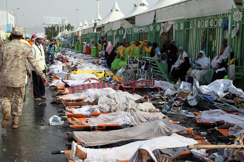 Saudi emergency personnel stand near bodies of hajj pilgrims at the site where at least 717 were killed in a stampede in Mina on September 24, 2015 (AFP Photo/)