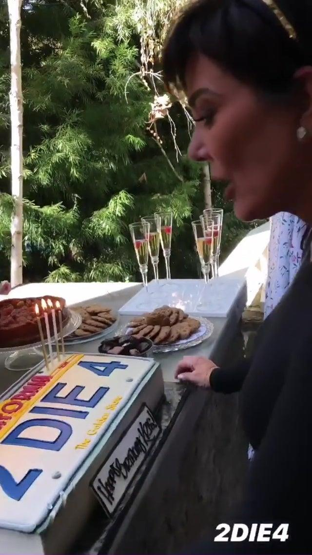 The birthday cake was a nod to Kris's old car number plates (@kourtneykardash)