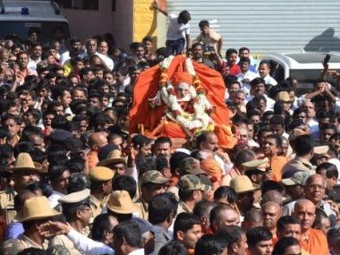 Shivakumara Swami's funeral today: As devotees throng Lingayat seer's Siddaganga mutt, traffic in Tumakuru diverted, schools remain shut