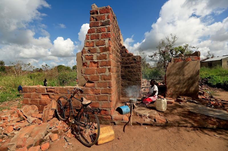 "Ester Thoma cooks at her damaged house in the aftermath of Cyclone Idai, in the village of Cheia, which means ""Flood"" in Portuguese, near Beira, Mozambique April 1, 2019. (Photo: Zohra Bensemra/Reuters)"