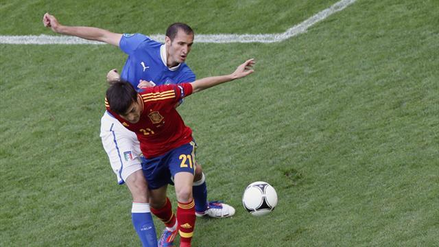 FOOTBALL Spain's David Silva (R) is challenged by Italy's Giorgio Chiellini during their Group C Euro 2012 soccer match at the PGE Arena stadium in Gdansk, June 10, 2012