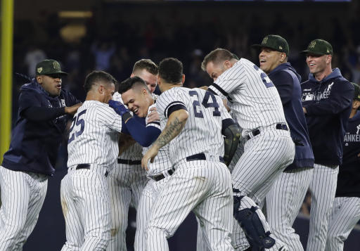 Estrada's 3-run double breaks open Yanks' win over Rays