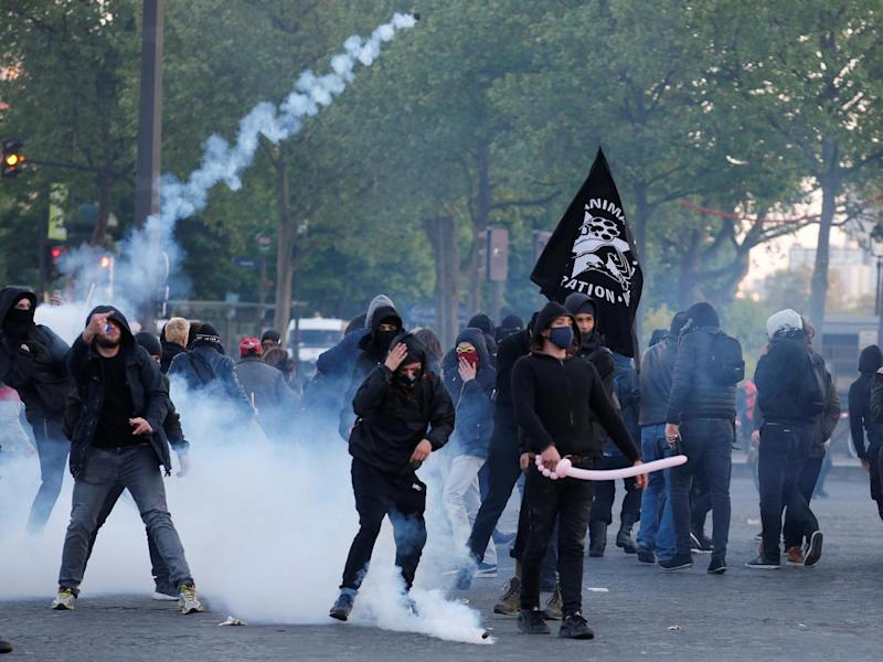 Demonstrators clash with French riot police after partial results in the first round of 2017 French presidential election, in Paris. (REUTERS/Jean-Paul Pellisier)