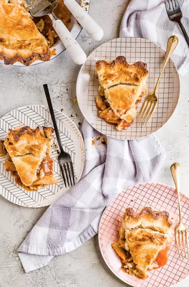 """<p>Browned and crisp at the edges, luscious and creamy inside...yup, this just might be the easy apple pie recipe of our dreams.</p><p><strong>Get the recipe at <a href=""""https://www.thecookierookie.com/homemade-apple-pie/"""" target=""""_blank"""">The Cookie Rookie</a>. </strong></p><p><a class=""""body-btn-link"""" href=""""https://www.amazon.com/Pyrex-Easy-Grab-Glass-Plate/dp/B00LGLHZNM?tag=syn-yahoo-20&ascsubtag=%5Bartid%7C10050.g.973%5Bsrc%7Cyahoo-us"""" target=""""_blank"""">SHOP BEST-SELLING PIE PLATES</a></p>"""