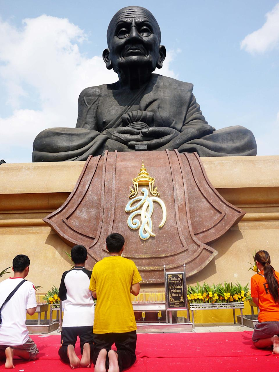 <p>For Thais to continue paying their respect to the monk, the Queen of Thailand commission the building of the temple and the statue, which is found in a park-like setting. Tourists – both locals and from abroad – make their way here by the busloads to see this 12 X 10 metres statue set on a large mound. Take the stairs up and pay your respect along with the locals. It can be hard to find a spot as the area is usually crowded but be patient and you'll have your chance to be up close. Or why not visit during a religious day? The temple – and the statue – will be surrounded by monks who would have travelled from different parts of the country to worship. It will be quite a spectacular sight!</p>