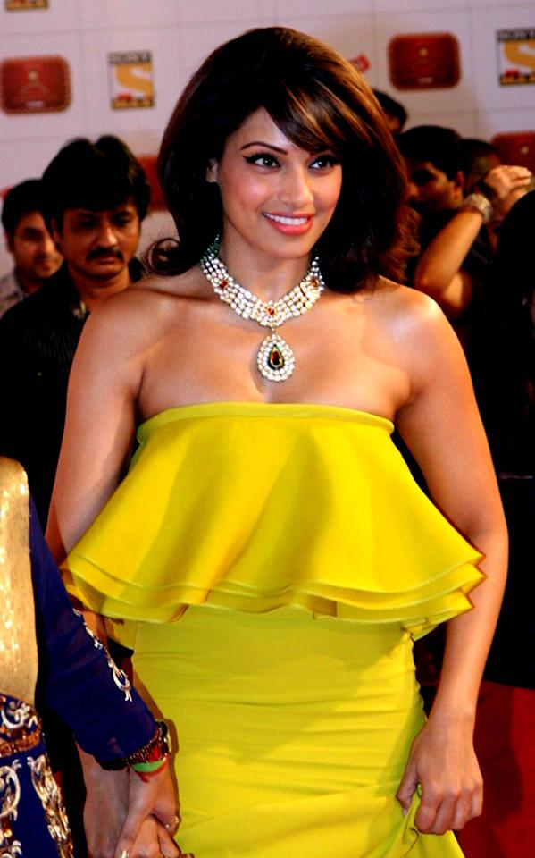 One of the most stylish women in the film industry, Bipasha dazzled, maybe as much as her necklace when she teamed it up with her gown.