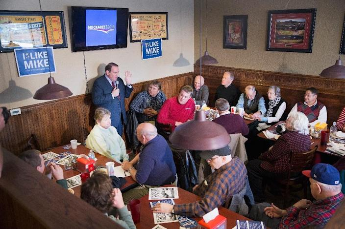 Republican presidential candidate Mike Huckabee speaks to guests during a campaign stop at Jeff's Pizza on January 27, 2016 in Ames, Iowa (AFP Photo/Scott Olson)