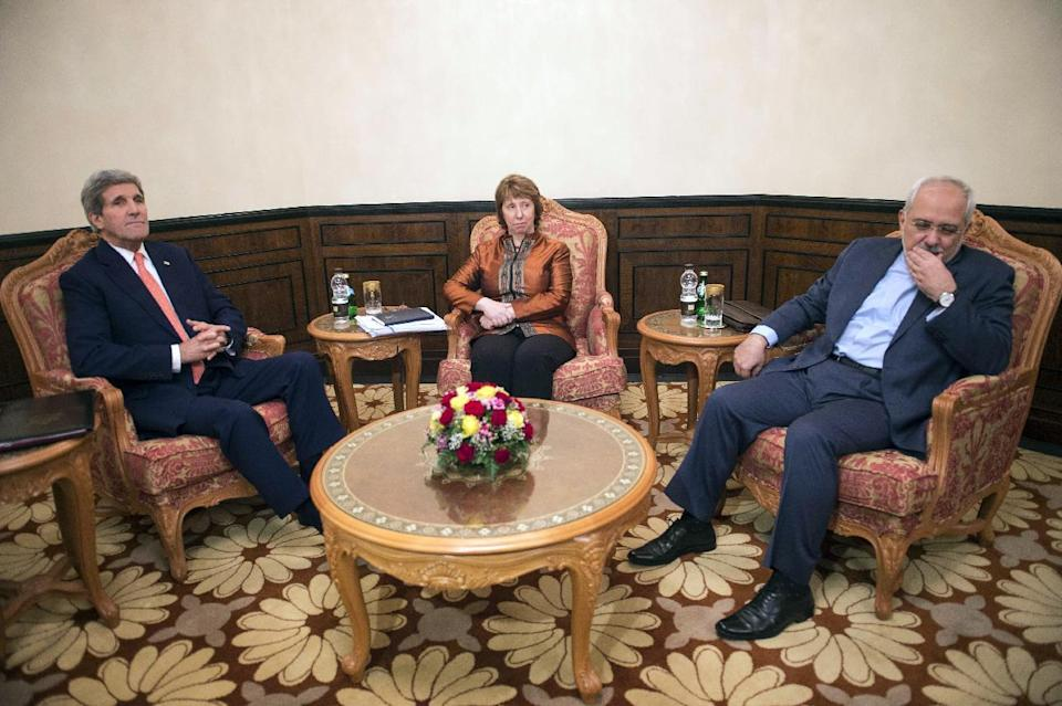 (L-R) US Secretary of State John Kerry, former EU top diplomat Catherine Ashton and Iranian Foreign Minister Javad Zarif meet in Muscat on November 10, 2014 (AFP Photo/Nicholas Kamm)