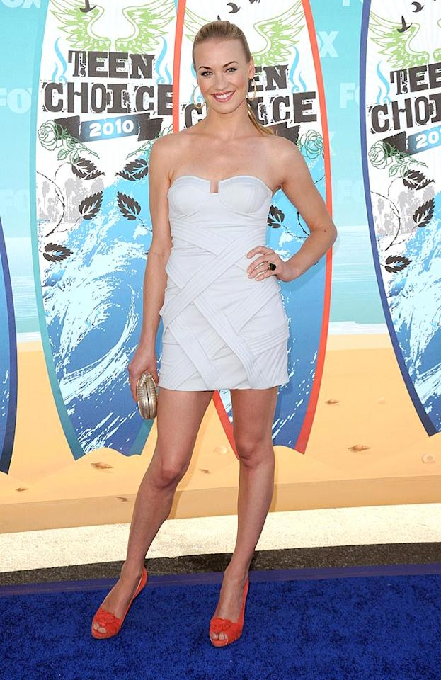 """<b>Yvonne Strahovski (Grade: A+)</b>  The """"Chuck"""" beauty was breathtaking in a textured white mini dress and gold clutch, punched up with peep-toes in a bright, impossible-to-miss shade, and giant hoop earrings. Jason Merritt/<a href=""""http://www.gettyimages.com/"""" target=""""new"""">GettyImages.com</a> - August 8, 2010"""