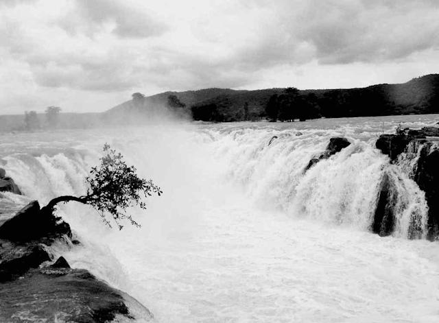"Hogenakkal Falls - A waterfall in South India on the Cauvery River <br>By <a href=""https://www.flickr.com/photos/68239127@N05/"" rel=""nofollow noopener"" target=""_blank"" data-ylk=""slk:santoshgeorge"" class=""link rapid-noclick-resp"">santoshgeorge</a> <br>"
