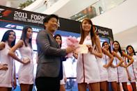 Deborah Heng, 20, winning the special prize, and walking away with a 32-inch TV. (Yahoo! photo)