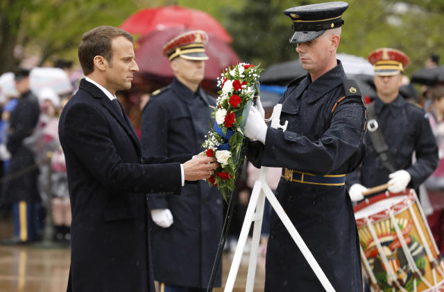 <p>French President Emmanuel Macron places a wreath at the Tomb of the Unknown Soldier in Arlington National Cemetery in Arlington, Virginia outside Washington, April 24, 2018. (Photo: Yuri Gripa/Reuters) </p>