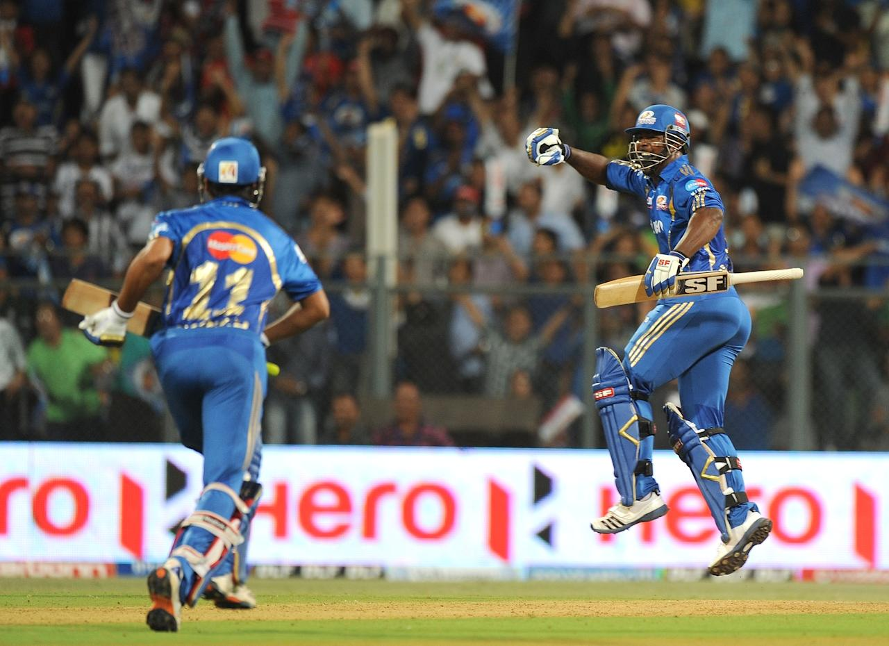 Mumbai Indians batsman Dwayne Smith (R) celebrates victory in the IPL Twenty20 cricket match against Chennai Super Kings at the Wankhede Stadium in Mumbai on May 6, 2012. RESTRICTED TO EDITORIAL USE. MOBILE USE WITHIN NEWS PACKAGE.  AFP PHOTO/Punit PARANJPE