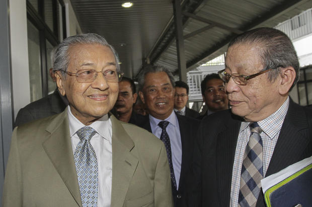 Lim (right) reiterated his denial that he was Dr Mahathir's stooge or vice versa. — Picture by Yusof Mat Isa