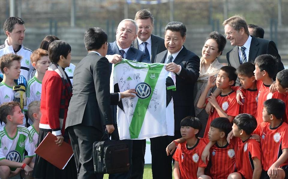 Former Volkswagen CEO Martin Winterkorn, shown presenting a Wolfsburg football club shirt to Chinese President Xi Jingping (C-R) last year, has been a regular spectator at Wolfsburg games, wearing the club's scarf around his neck (AFP Photo/Soeren Stache)