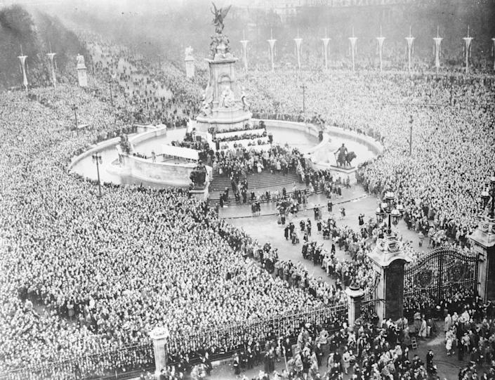 The crowd gathered near Buckingham Palace to cheer for the newly married Princess Elizabeth and Philip, Duke of Edinburgh.