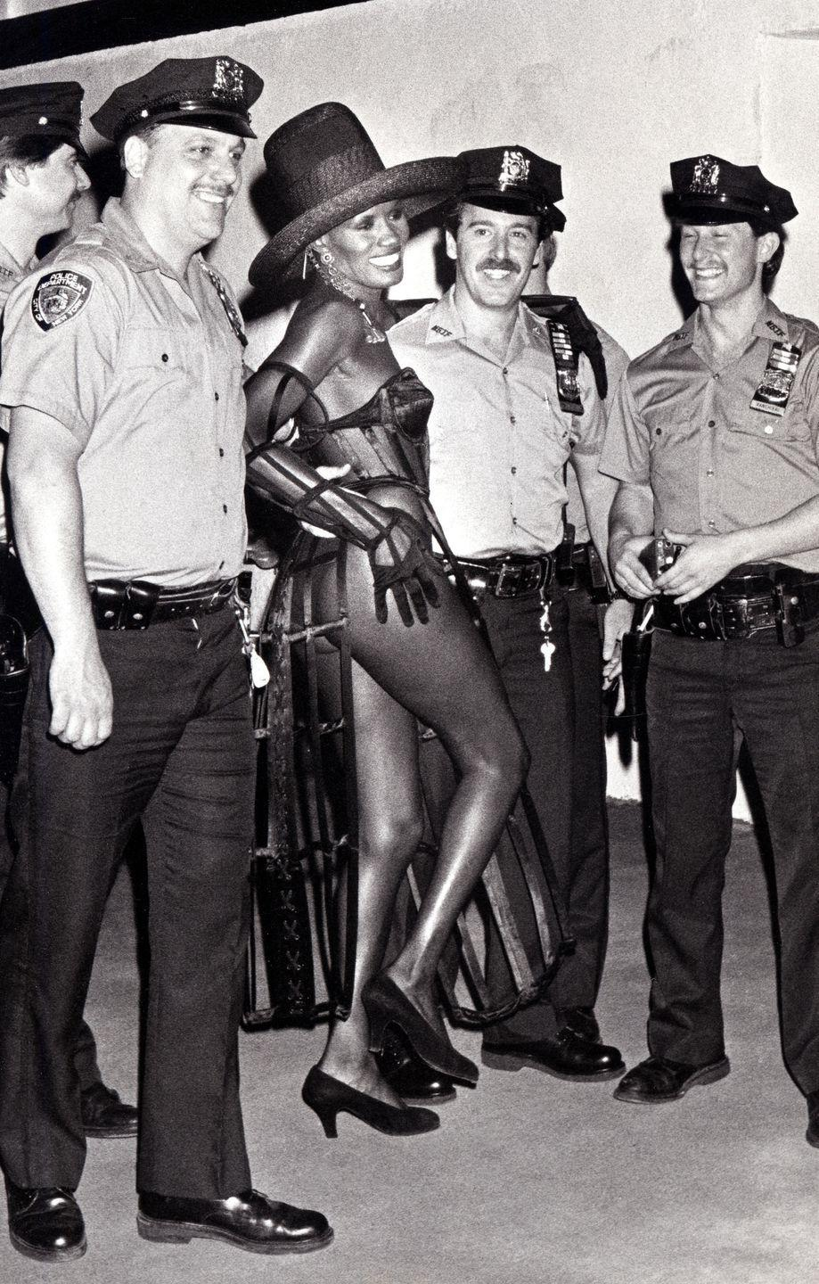 <p>Model Grace Jones struck a pose with New York City Police Officers at the 1989 International Rock Awards. </p>