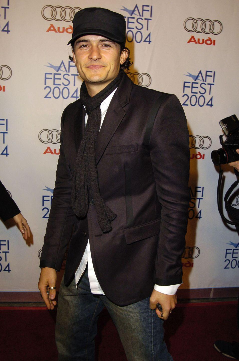 <p>Skinny scarves and newsboy caps were an iconic duo in 2004, as seen on Orlando Bloom at the premiere of <em>Beyond the Sea.</em></p>