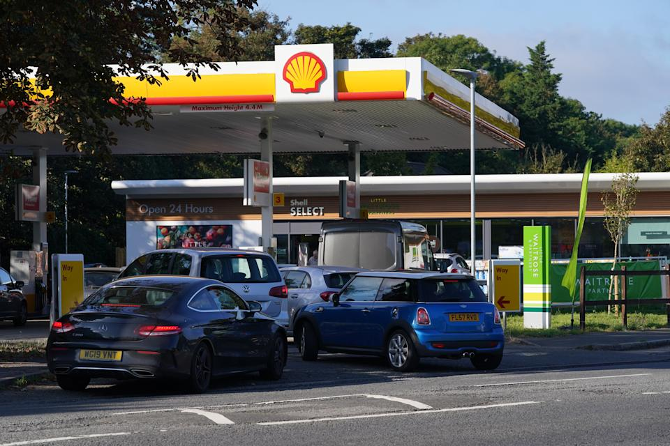 Queues at a Shell garage in Taplow, near Maidenhead, Berkshire. Drivers are being urged by the Government to