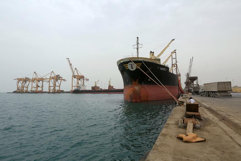 Image: FILE PHOTO: Ship carrying a shipment of grain is docked at the Red Sea port of Hodeidah (Abduljabbar Zeyad / Reuters file)