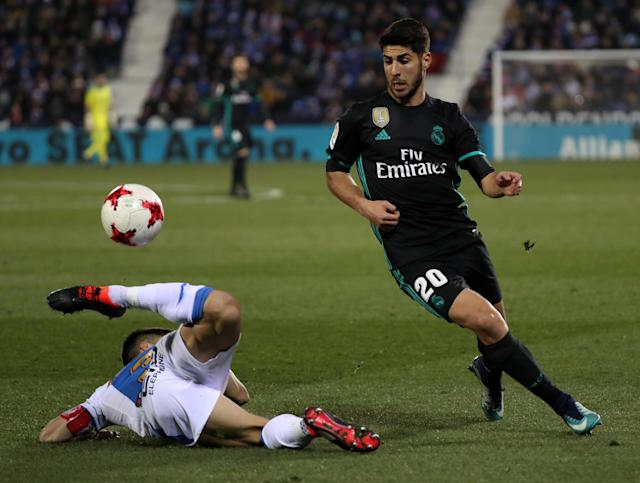 Soccer Football - Spanish King's Cup - Leganes vs Real Madrid - Quarter-Final - First Leg - Butarque Municipal Stadium, Leganes, Spain - January 18, 2018 Real Madrid's Marco Asensio in action with Leganes' Unai Bustinza REUTERS/Susana Vera