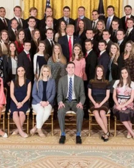 <p>Can you spot what's wrong with this White House intern photo?</p>